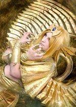 Cosplay-Cover: Der Geflügelte Drache des Ra