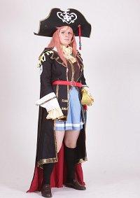 Cosplay-Cover: Marika Kato (Captain Dress)