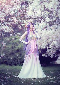 Cosplay-Cover: Queen Hilda [Art Nouveau]