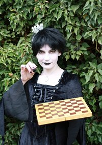 Cosplay-Cover: Schwarze Dame