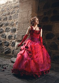 Cosplay-Cover: Sarah Chagal (ballgown)