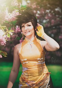 Cosplay-Cover: Tracer (Cheongsam)