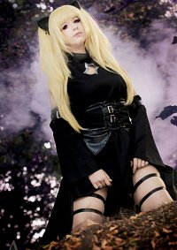 Cosplay-Cover: Golden Darkness