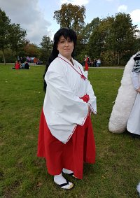 Cosplay-Cover: Kagome (Miko Outfit)