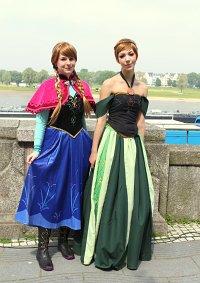 Cosplay-Cover: Anna Winterdress (Frozen)