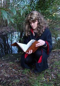 Cosplay-Cover: Hermione Granger (Schuluniform)