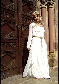 Cosplay-Cover: Lady Vivien (Nachtkleid)