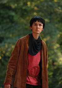 Cosplay-Cover: Merlin (rotes Shirt Version)