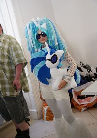 Cosplay-Cover: DJ Pon3 / Vinyl Scratch