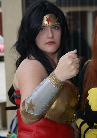 Cosplay-Cover: Wonder Woman (New 52/Injustice)