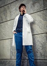 Cosplay-Cover: Dr. Theo