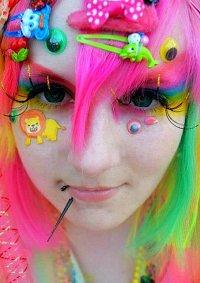 Cosplay-Cover: Regenbogenkotze des Grauens
