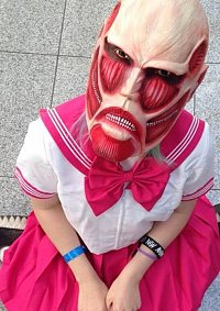 Cosplay-Cover: Colossal Titan-chan