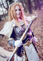 Cosplay-Cover: Lux, The Lady of Luminosity