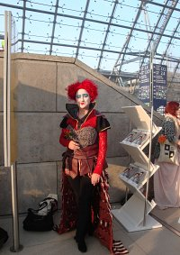 Cosplay-Cover: Red Queen (Alice hinter den Spiegeln Tim Burton))