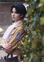 Cosplay-Cover: Levi [Uniform / 3D Gear]