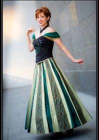 Cosplay-Cover: Anna von Arendelle [Coronation]
