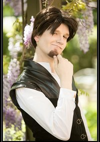 Cosplay-Cover: Flynn Rider (Schwarzes Dress)