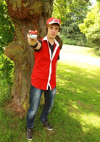 Cosplay-Cover: Pokemon Trainer Rot