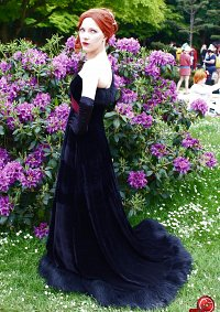 Cosplay-Cover: Satine (Gothic Tower)
