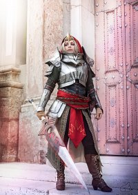 Cosplay-Cover: Meredith Stannard | Knight Commander