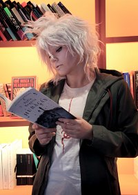 Cosplay-Cover: Nagito Komaeda