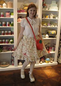 Cosplay-Cover: Angelic Pretty Strawberry Skirt