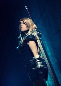 Cosplay-Cover: fem. Cloud Strife