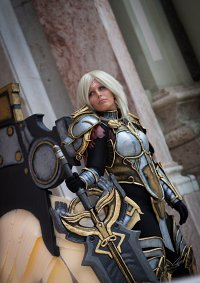 Cosplay-Cover: Uriel [Leader of the Hellguard]