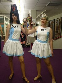 Cosplay-Cover: Bayonetta (Cheerleader-Outfit)