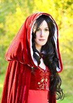 Cosplay-Cover: Lady Morgana (roter Umhang)