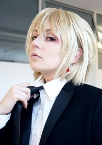 Cosplay-Cover: Kurapika (Suit)