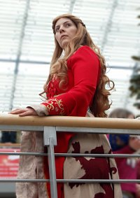Cosplay-Cover: Cersei Lannister [Red Dress]