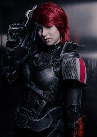 Cosplay-Cover: Female Shepard