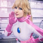 Cosplay: Prinzessin Peach [Racing Suit]