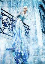 Cosplay-Cover: Queen Elsa of Arendelle [Ice Dress]