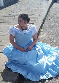 Cosplay-Cover: Ballkleid 1860 inspiriert