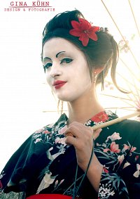 Cosplay-Cover: kleine Geisha