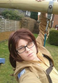 Cosplay-Cover: Hanji Zoë