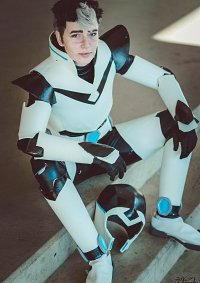Cosplay-Cover: Shiro Armor