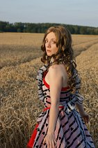 Cosplay-Cover: Alice im Wunderland (Red Dress)
