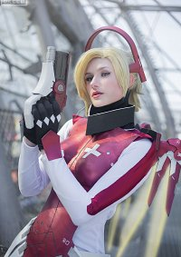 "Cosplay-Cover: Angela ""Mercy"" Ziegler [Eidgenossin]"