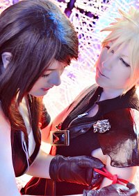 Cosplay-Cover: Cloud Strife [Advent Children] ~Lieferjunge~