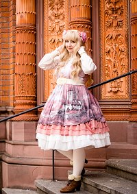 Cosplay-Cover: Lady Sloth - Fairytale Melancholy JSK mit Creme