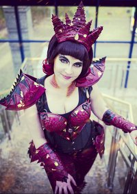 Cosplay-Cover: Smaug *female*