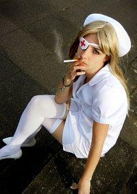 Cosplay-Cover: Elle Driver--Krankenschwester Outfit