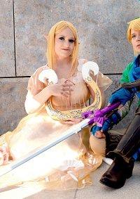 Cosplay-Cover: Queen Zelda (Nachtkleid)
