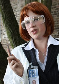 Cosplay-Cover: Special Agent Dana Scully Autopsieoutfit