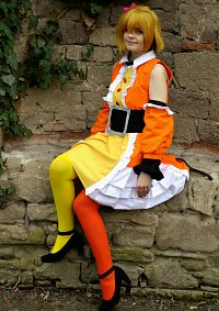 Cosplay-Cover: Momo Kisaragi (Idol Dress)