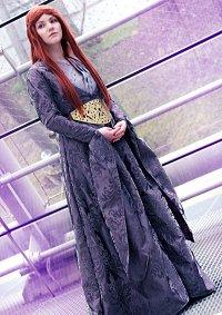 Cosplay-Cover: Sansa Stark (purple dress, 4th Season)